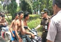 Para Pemuda Suku Anak Dalam Naik Motor Bonceng Tiga Terjaring Razia, Saat Ditanyai Petugas Jawabannya Ngakak Banget